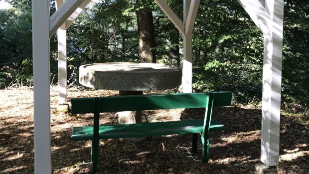 Schlangenbads Steinerner Tisch wird restauriert